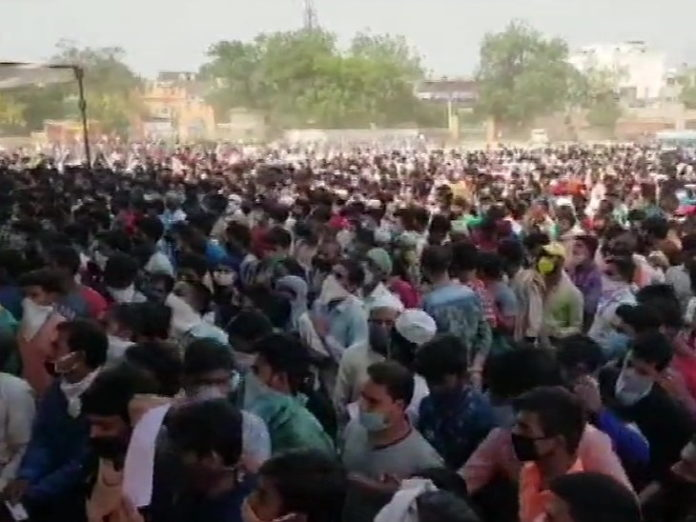 Ahmedabad (Gujarat) Coronavirus Lockdown News Latest Updates; Migrants Workers and Police Clash in Ahmedabad, Migrant workers in ghaziyabad, Migrants Workers in Sonipat haryana | Migrant laborers for the 5th consecutive time in Gujarat, stone pelted; Thousands of laborers gathered in UP and Haryana too
