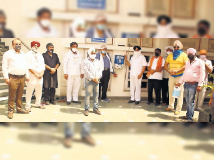 Automatic sanitizer machine installed in the gurdwara to protect against corona